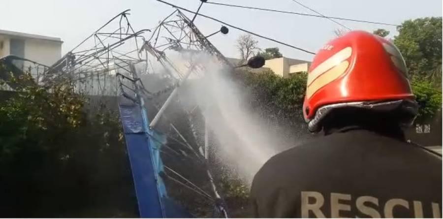 لاہور میں طیارہ گر کر تباہ، جس وقت طیارہ زمین کے قریب پہنچا تو پائلٹس نے کیا کام کیا کہ ان کی جان بچ گئی ؟ پیراشوٹ نہیں کھولے بلکہ ۔۔۔