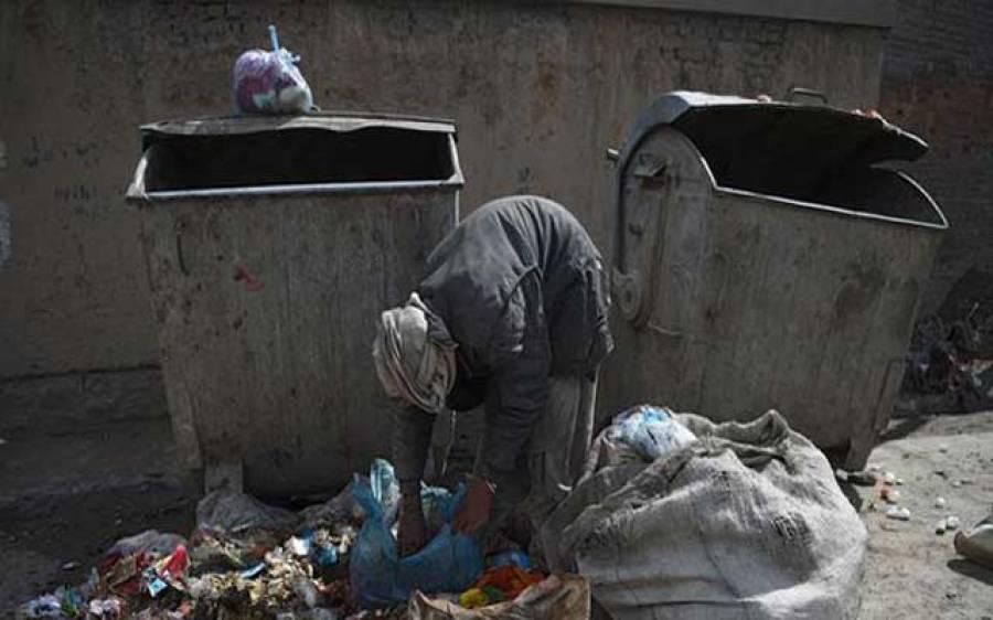 افغانستان کی نصف سے زائد آبادی خط غربت سے بھی نیچے زندگی گزارنے پر مجبور