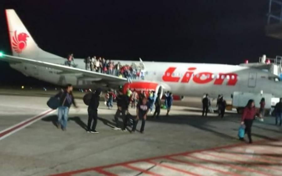 طیارے میں بم کی افواہ، مسافروں نے چھلانگیں لگا دیں،کئی افراد زخمی
