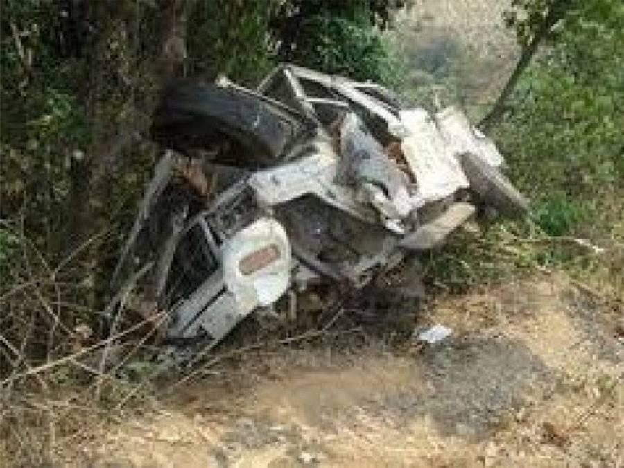 مظفر آباد میں گاڑی کھائی میں گرنےکے باعث 5 سیاح جاں بحق اور 11 زخمی