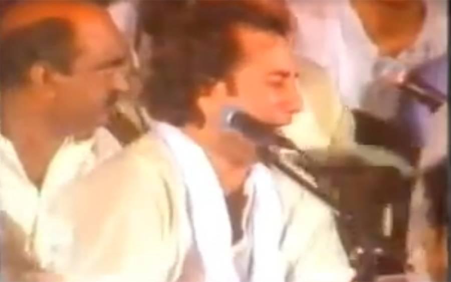 نصرت فتح علی خان کے انتقال کے بعد پہلے کنسرٹ میں جب راحت فتح علی خان نے ' اکھیاں اڈیکدیاں' گایا تو لوگوں کا کیا حال ہوا ؟ ویڈیو دیکھ کر آپ کی آنکھوں میں بھی آنسو آجائیں گے