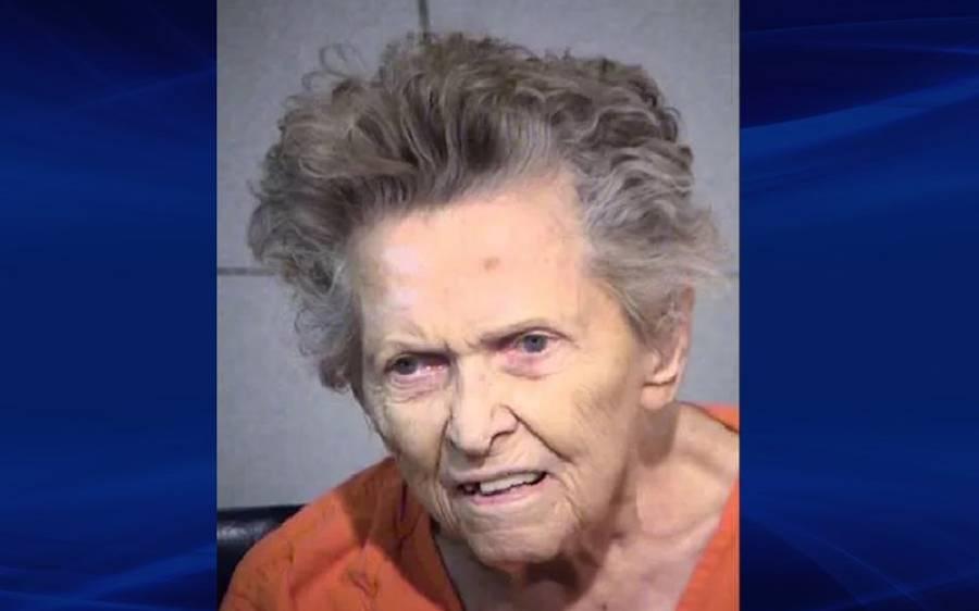 92 سالہ خاتون نے اپنے بیٹے کو گولی ماردی کیونکہ اس نے کہا تھا کہ۔۔۔