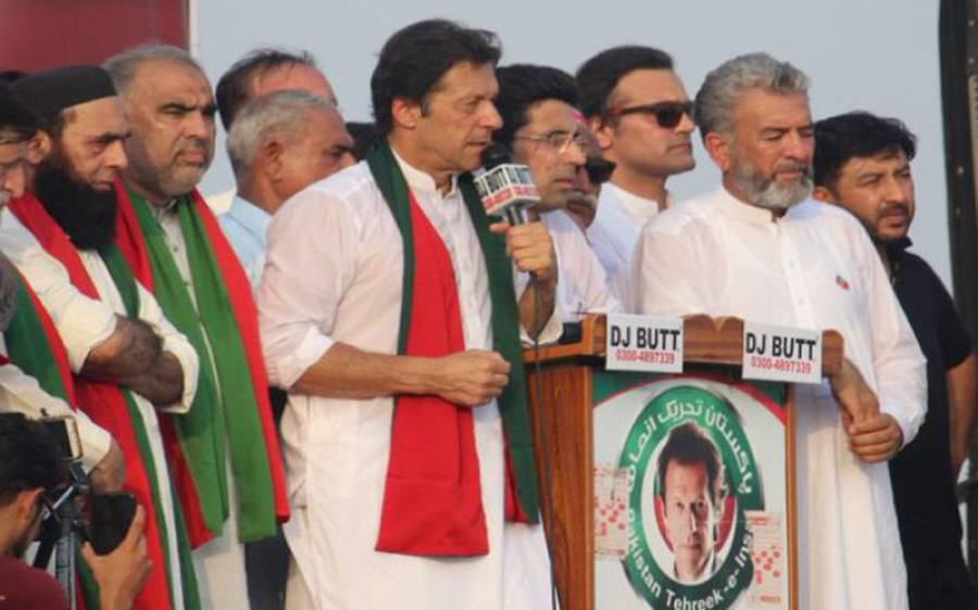حسن اتفاق یا کچھ اور، نوازشریف کے جیل جاتے ہی عمران خان کی انگوٹھیاں اتر گئیں