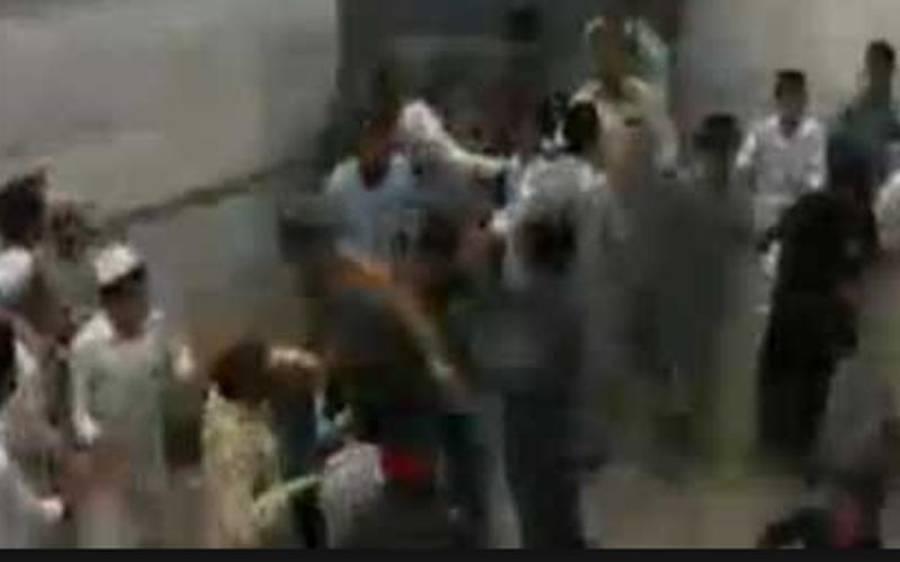 رات گئے پوسٹر لگانے پر تحریک انصاف اور عوامی نیشل پارٹی کے کارکنوں میں فائرنگ ، دوکارکن زخمی ہوگئے