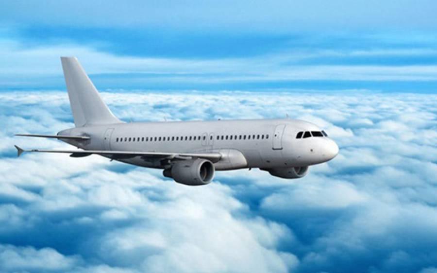دوران پرواز مسافر جہاز کے راستے میں اچانک ایسی شرمناک ترین چیز آگئی کہ پائلٹ بھی شرما گیا