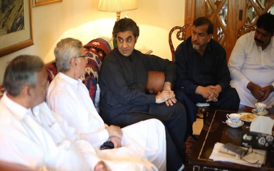 آزاد ارکان اسمبلی عاصم نذیر اور سردار خرم لغاری بھی عمران خان کے قافلے میں شامل