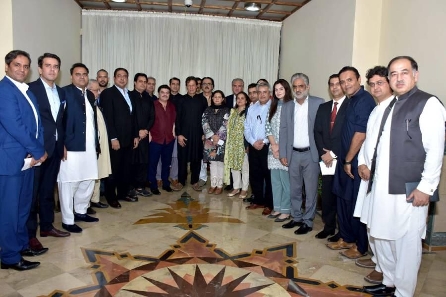 وزیراعظم سے ملاقات میں کون سے صحافی شامل تھے؟ تصویر سامنے آئی تو ہر کوئی حیران رہ گیا