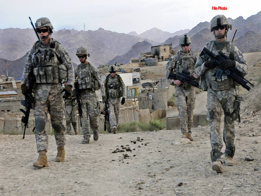 امریکی فوج کا خلیج عدن میں چھاپہ،ایک ہزار سے زائد کلاشنکوف رائفلوں پر قبضہ کر لیا