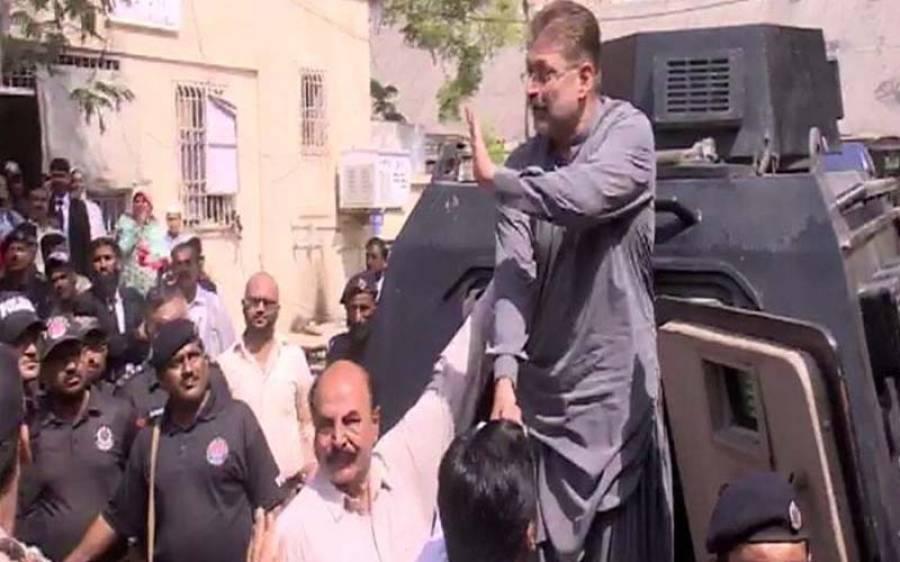چیف جسٹس کا چھاپہ، شرجیل میمن کے کمرے سے شراب کی بوتلیں ملنے کے بعد انہیں واپس جیل پہنچا دیا گیا