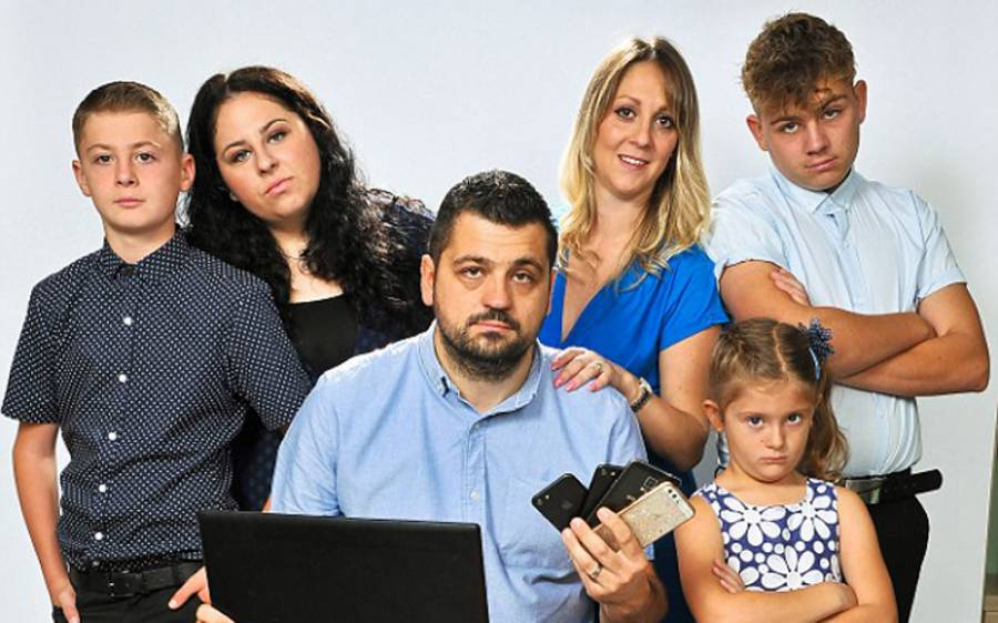 پولیس والے نے ٹی وی پروگرام کے لیے اپنے گھر میں خفیہ کیمرے لگا دیئے ، پھر اِن میں اُس کو اپنے ہی بچے کیا کرتے نظر آئے؟ دیکھ کر ہوش اُڑ گئے، یہ تو سوچ بھی نہ سکتا تھا کہ۔۔۔