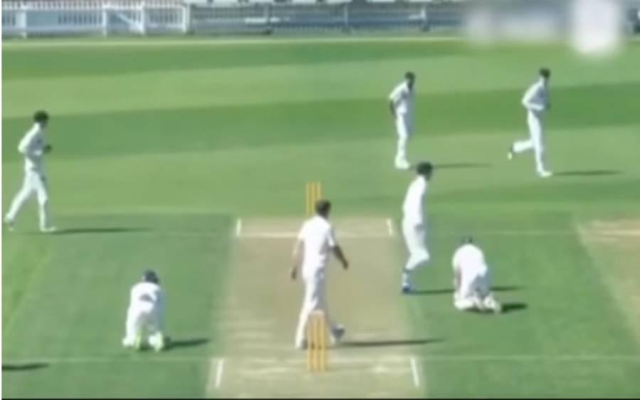 اظہر علی کے بعد ایک اور کھلاڑی انتہائی مضحکہ خیز اندازمیں رن آوٹ ہو گیا ،اس کے ساتھ کیا ہوا؟ویڈیو دیکھ کر اظہر علی بھی اپنی ہنسی پر قابو نہ رکھ پائیں گے