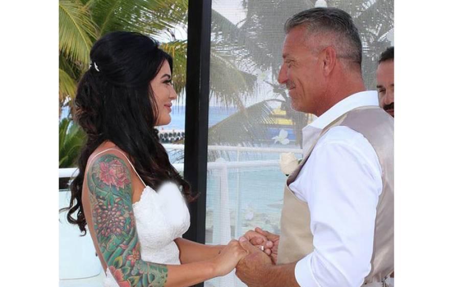 27 سالہ نوجوان لڑکی نے اپنی بہترین سہیلی کے دگنی عمر کے باپ سے شادی کرلی اور پھر تینوں۔۔۔
