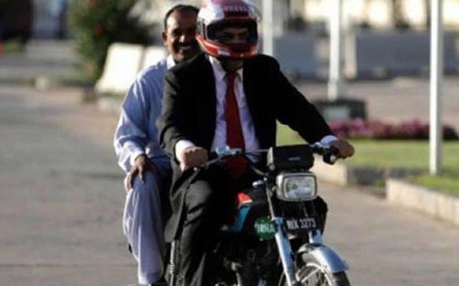 سکھ کمیونٹی نے موٹرسائیکل پر ہیلمٹ پابندی کو مسترد کر دیا