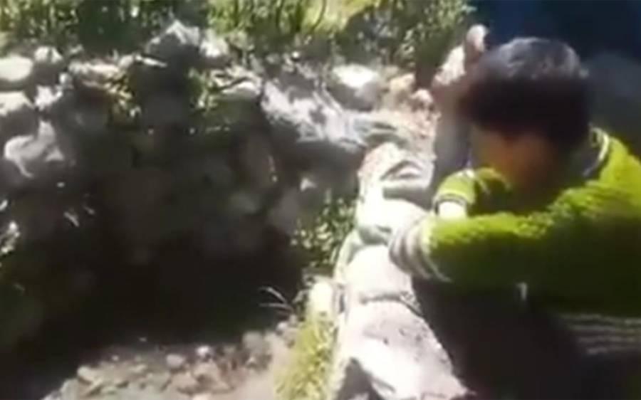 کشمیر کا وہ جادوئی چشمہ جو بچوں کی پکار سن کر پانی سے بھر جاتا اور انکے حکم پر ہی دوبارہ خشک ہوجاتا ہے،موجودہ دور کی سب سے بڑی کرامت کہ جو آپ کو سبحان اللہ کہنے پر مجبور کردے