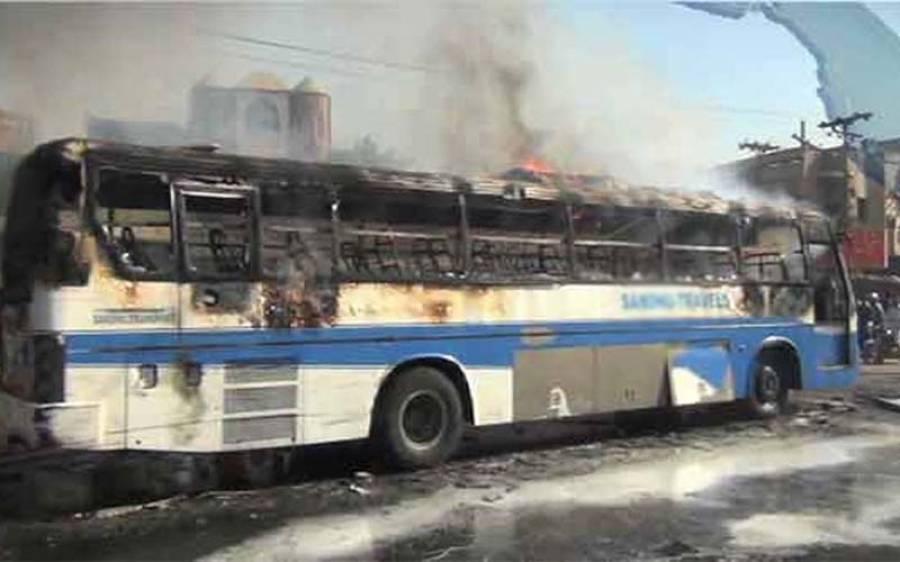 پاکپتن میں بھتہ نہ دینے پر مسافروں سے بھری بس کو آگ لگا دی گئی
