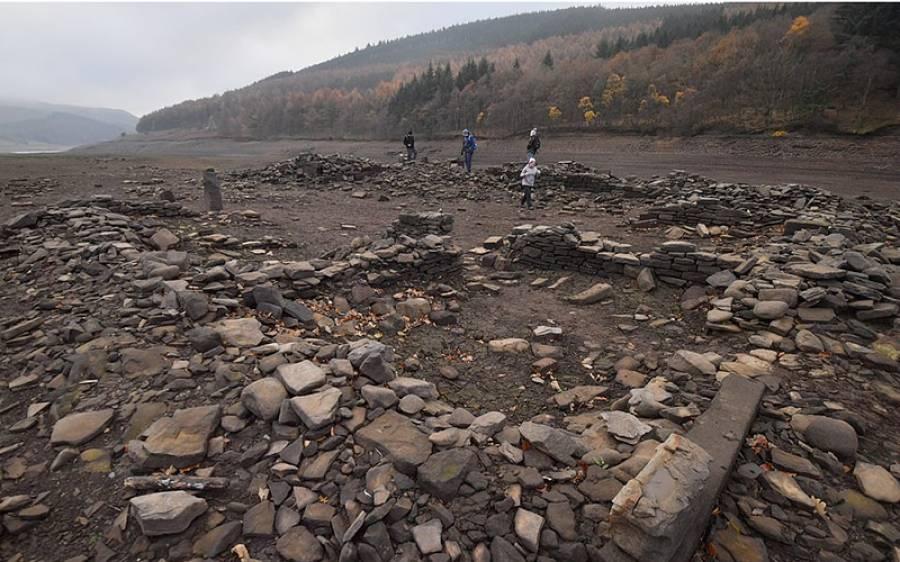 وہ ڈیم جو کئی برسوں بعد پہلی بار سوکھ گیا، پانی نکلا تو نیچے سے کیا نکلا؟ ایسا منظر کہ دیکھنے پوری دنیا سے لوگ پہنچنے لگ گئے