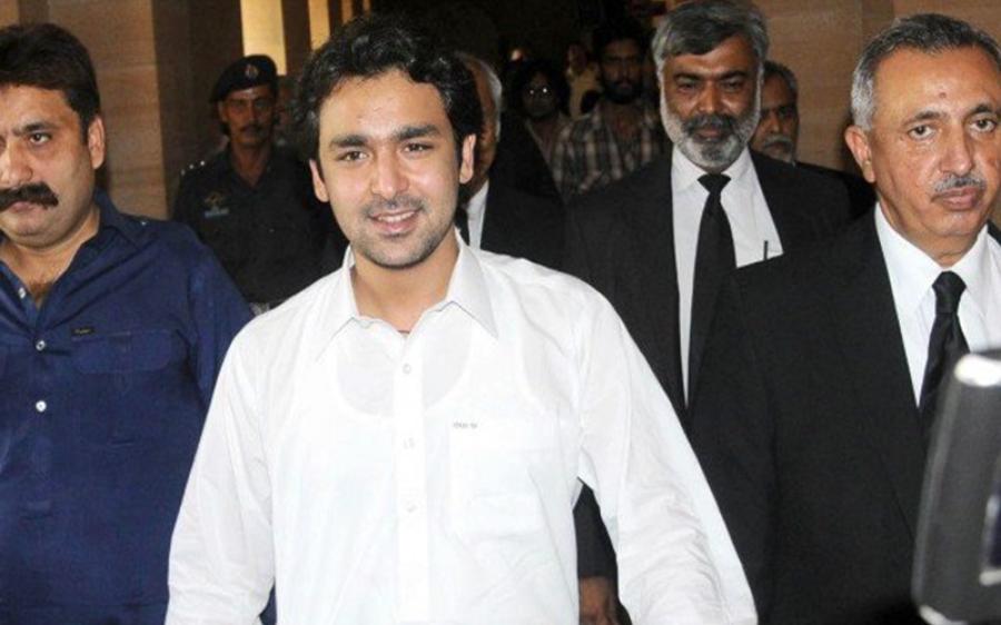 کراچی : سابق وزیر اعظم یوسف رضا گیلانی کے صاحبزادے علی موسیٰ گیلانی کا چالان