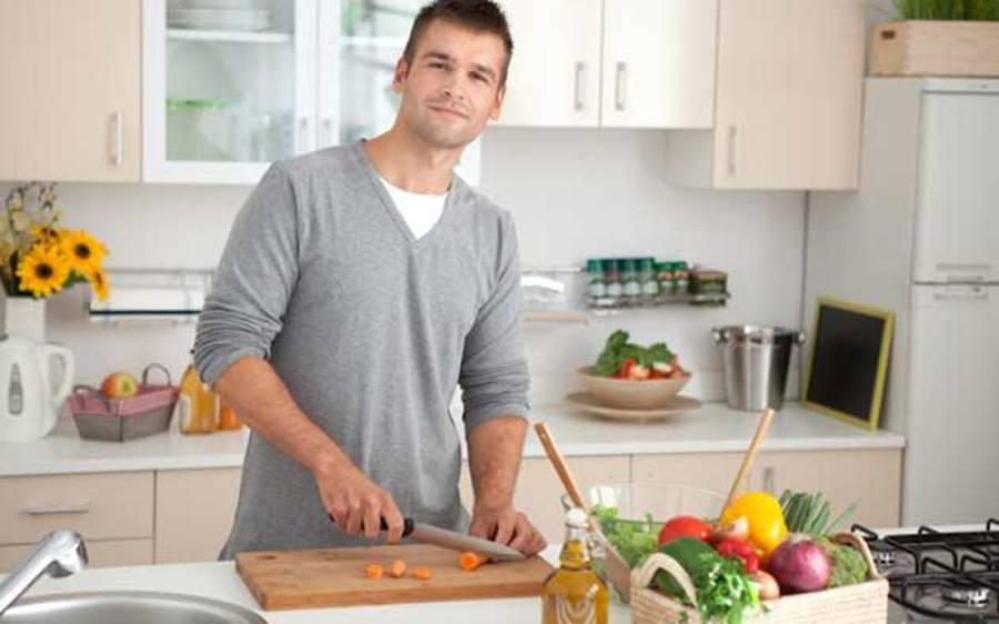 وہ برتن جس میں کھانا پکانے سے مردوں کی 'مردانگی'کم ہوجاتی ہے، سائنسدانوں نے وارننگ دے دی