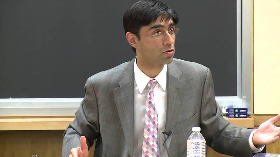 افغانستان میں امریکہ کی مدد کرنا پاکستان کا المیہ ہے :ماہر عالمی امور معید یوسف