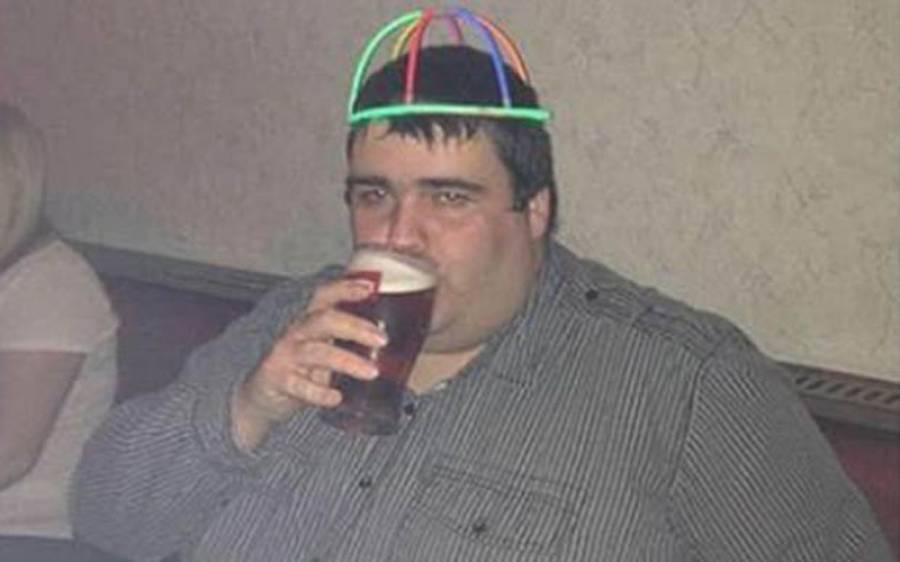 """اس شخص نے روزانہ ایک """"KitKat"""" کھا کر 101 کلو وزن کم کرلیا؟ اس کی تازہ تصویر دیکھ کر آپ کو یقین نہ آئے"""