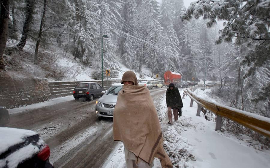 بالائی علاقوں میں برفباری، موسم ٹھنڈا ٹھار، وادی کیلاش میں برفانی تودا آبادی پر گرگیا