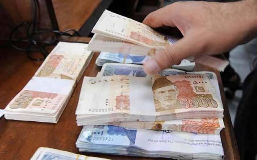 وزیر مملکت حماد اظہر نے ٹیکس دہندگان کے لیے بینکوں سے رقم نکلوانے پر عائد ود ہولڈنگ ٹیکس ختم کرنے کی یقین دہانی کر ادی