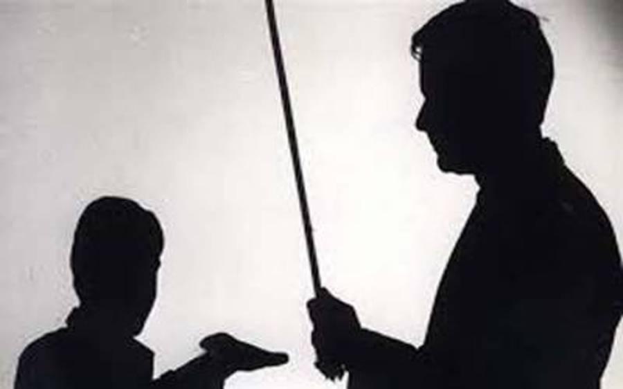 """""""وہ مجھے مار ڈالیں گے """" اساتذہ کے تشدد سے بیہوش ہونے والا طالبعلم ہوش میں آیا تو ماں کو بھی نہ پہچان سکا"""