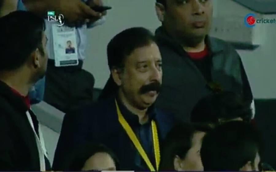 کوئٹہ گلیڈی ایٹرز سے لاہور قلندرز کی شکست کے بعدفواد رانا کی تصویر