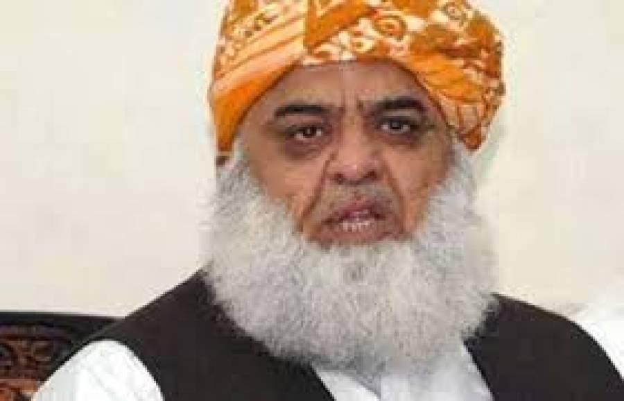 ملکی سالمیت کے معاملے پر ہر پاکستانی ایک پیج پر ہے ،پاکستان کا او آئی سی کے بائیکاٹ کافیصلہ درست ہے ،مولانا فضل الرحمان