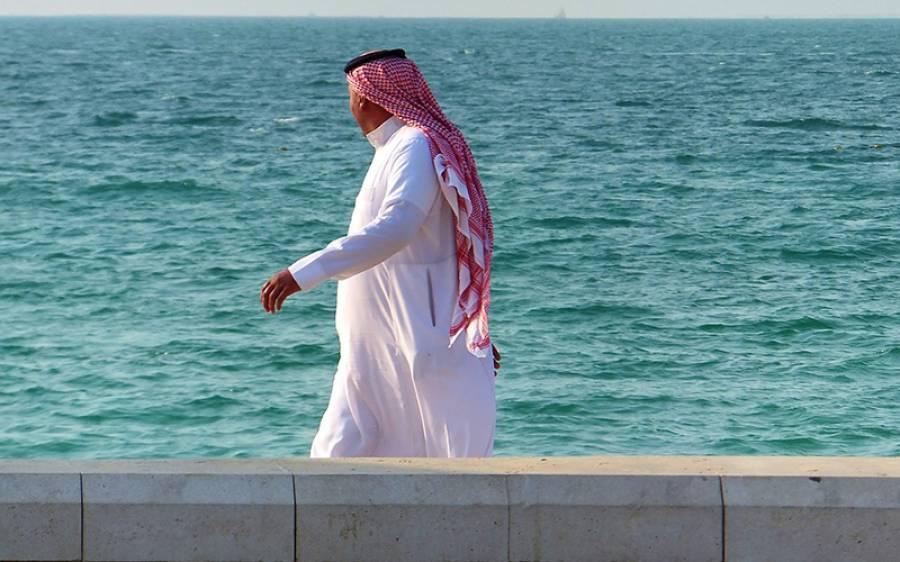 'اس کو یہ بتانا ضروری ہے کہ آپ اصلی مرد ہو' شوہروں کو بیگم کو مارنے کا طریقہ سکھانے والی قطری شہری کی ویڈیو نے ہنگامہ برپاکردیا