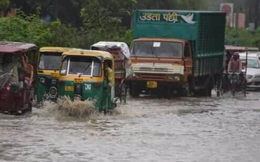 بھارت کی مختلف ریاستوں میں طوفانی بارشوں نے تباہی مچادی ،سیلابی صورتحال کے باعث 50 افراد ہلاک درجنوں زخمی
