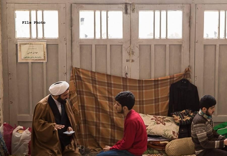 فرزندان اسلام آج اعتکاف بیٹھنے جارہے ہیں لیکن کیا آپ کو معلوم ہے کہ اعتکاف کا لفظی مطلب کیا ہے؟ اگر نہیں تو یہ تحریر آپ کیلئے ہے