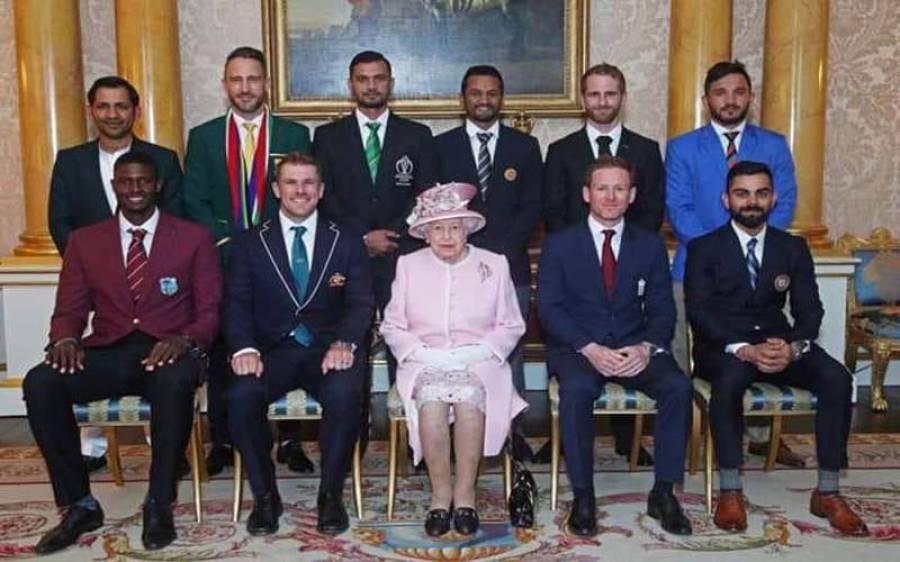 ورلڈ کپ کی افتتاحی تقریب، سرفراز احمد ایسا لباس پہن کر آگئے کہ پوری قوم کا سر فخر سے بلند کردیا