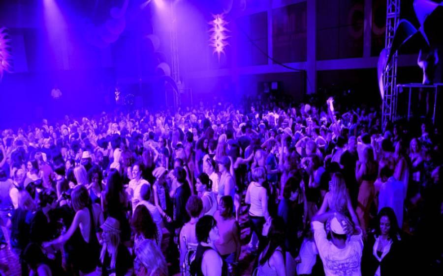پولیس کا شراب و شباب کی محفل پر چھاپہ، نابالغ لڑکوں اور لڑکیوں سمیت 600 افراد گرفتار