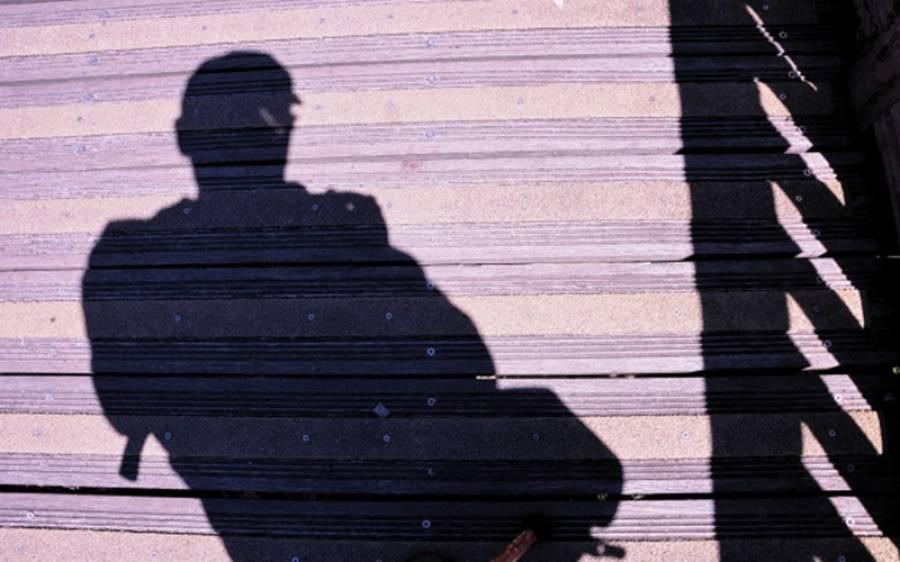 6فٹ لمبا،داڑھی والا شخص آدمی ہے یا عورت ؟برطانوی ڈاکٹر آدمی بول کے بری طرح پھنس گیا