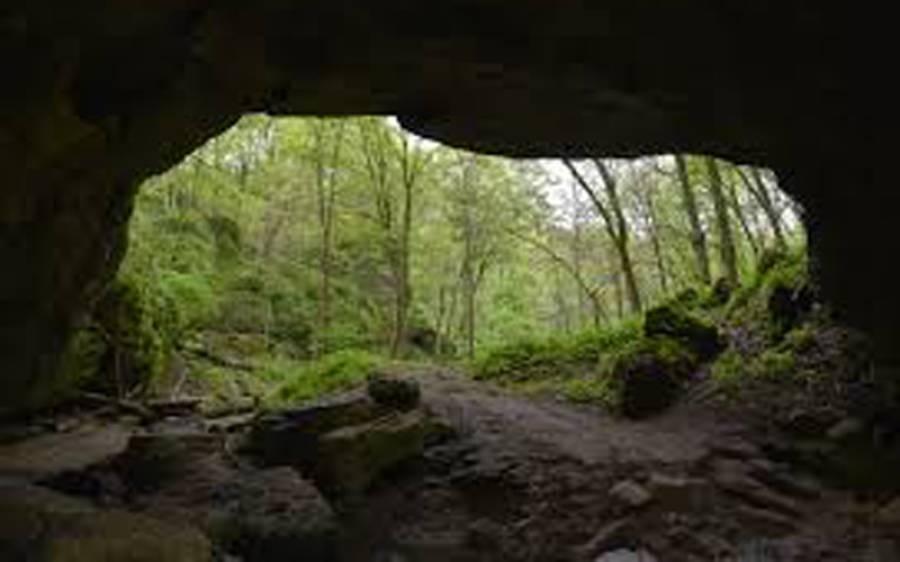 اس پراسرار غار میں کون تھا؟ یونیورسٹی ٹرپ میں جانے والی لڑکی کے ساتھ پیش آنے والا ایک ایسا واقعہ کہ جس نے اسکی زندگی کی قیمتی ترین متاع چھین لی اور پھر۔۔۔۔۔۔