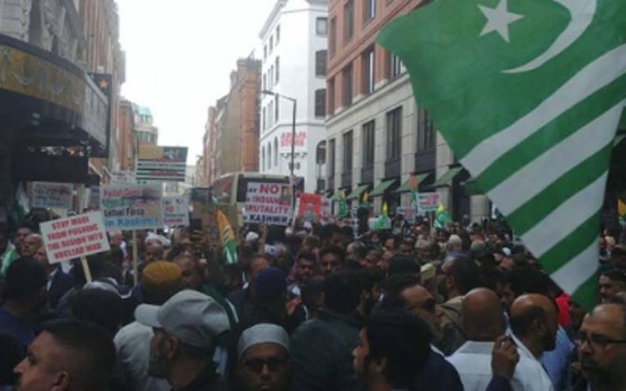 لندن میں بھارتی سفارتخانے کے باہر مسلمانوں اور سکھوں کا بڑا احتجاج ، آزادی کے حق میں نعرے