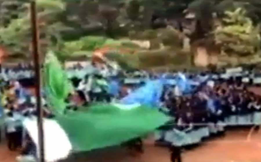 بھارتی طالب علموں نے پاکستانی پرچم لہرا دیا، حکام کی دوڑیں لگ گئیں