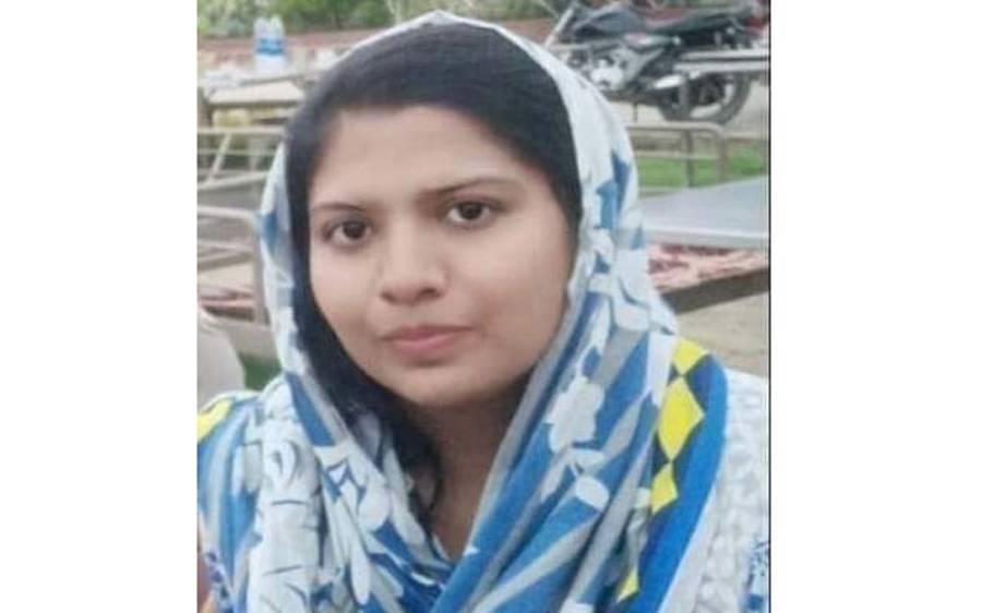 عمر کوٹ کے پسماندہ گاﺅں سے ہندو نوجوان لڑکی اسسٹنٹ سب انسپکٹر بن گئی ، ہر طرف خوشی کا سماں
