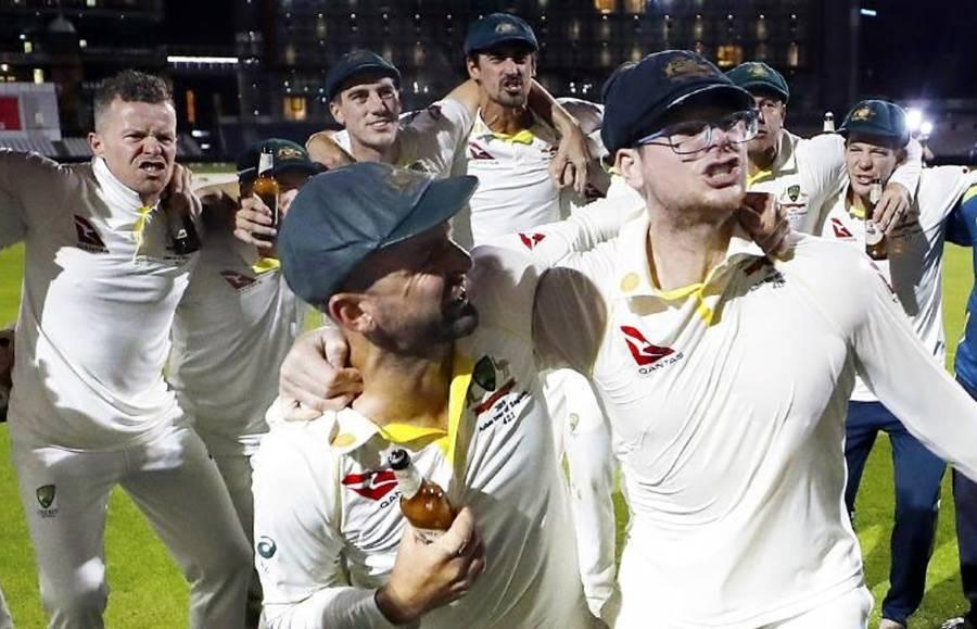 آسٹریلوی ٹیم کے جشن منانے کے انداز پر انگلش شائقین برا مان گئے مگر کیوں؟ تفصیلات سامنے آ گئیں