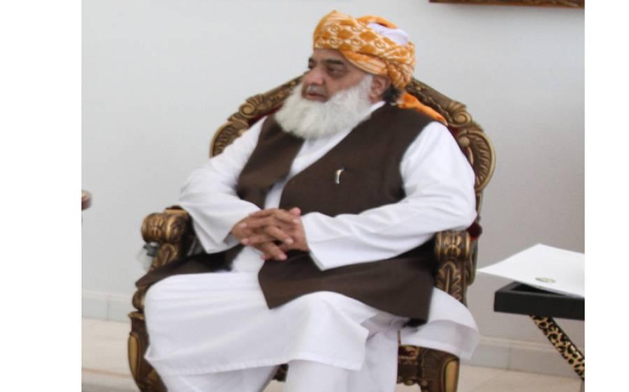 جلسہ ملتوی نہیں کیا گیا ، قافلے اپنے وقت کے مطابق اسلام آباد پہنچیں ، مولانا فضل الرحمان