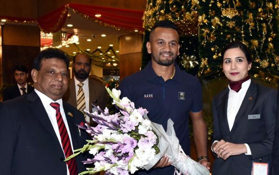 """""""مکی آرتھر ہمارے کوچ بنے ہیں اور ان کیساتھ کام کر کے پاکستانی ٹیم کو۔۔۔"""" سری لنکن کپتان نے ایسی بات کہہ دی کہ مکی آرتھر بھی مسکرائے بغیر نہ رہ سکیں"""
