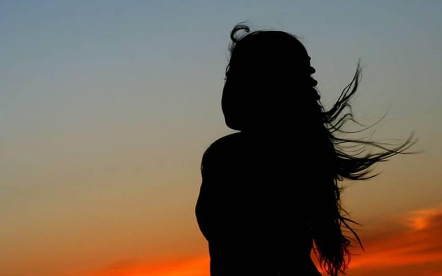 48 سال کی عمر میں بھی 20 سال کی نظر آنے والی خاتون نے اپنی جوانی کا راز بتادیا