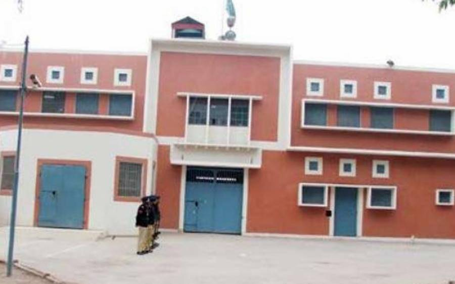 فواد حسن فواد کی بیرک میں آگ لگ گئی ، خواجہ سعد رفیق زخمی ، کیمپ جیل سے انتہائی تشویشناک خبر آگئی