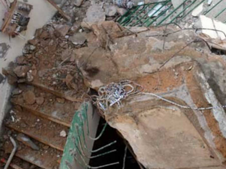 بارش سے بوسیدہ مکان کی چھت زمین بوس ہو گئی، 3 بھائی زخمی