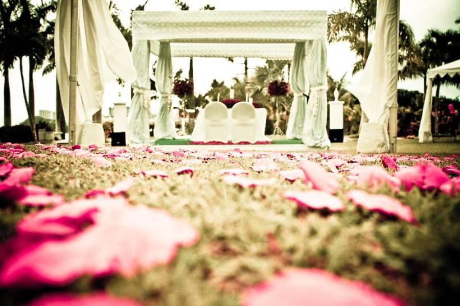 جہلم میں شادی کی تقریب پر پولیس کا چھاپہ، نکاح خواں نے ہی دوڑیں لگادیں کیونکہ ۔ ۔ ۔