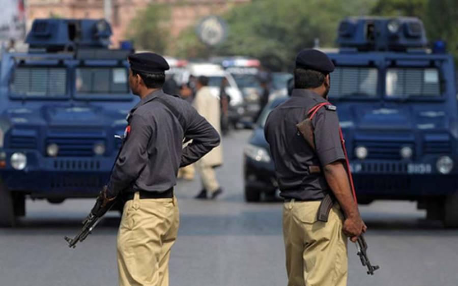 کراچی میں پولیس نے ڈمپر کو روک لیا لیکن جب اندر دیکھا تو کیا چیز بھری ہوئی تھی ؟ مقدمہ درج کر لیا گیا