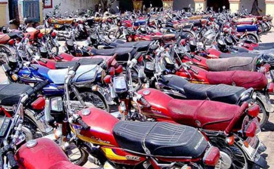 لاک ڈاﺅن کی خلاف ورزی پر سیالکوٹ پولیس نے کتنے ہزار موٹر سائیکلیں بند کیں؟ جان کر آپ کی آنکھیں بھی کھلی کی کھلی رہ جائیں