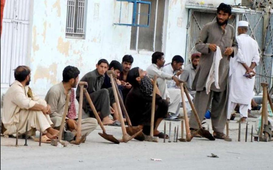 کورونا لاک ڈاؤن، 80 فیصد پاکستانی ایسے ہیں جو کسی ایسے شخص کو جانتے ہیں جو بیروزگار ہوا، گیلپ سروے سامنے آگیا
