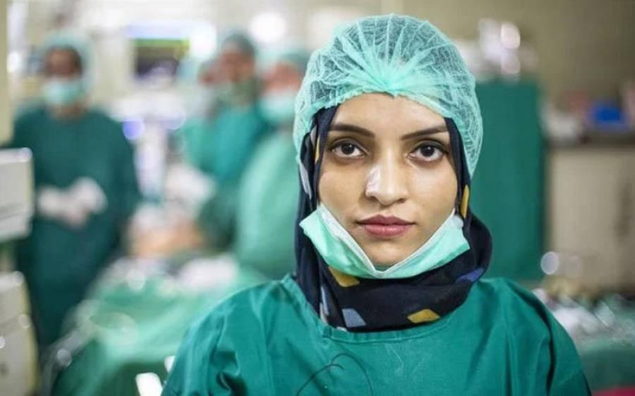 راولپنڈی کے ہسپتال میں فرائض انجام دینے والی افغان مہاجر ڈاکٹر سلیمہ رحمان کو خراج تحسین لیکن ان کے والد کیا کام کرتے تھے؟ نوجوان نسل کیلئے مثال بن گئیں